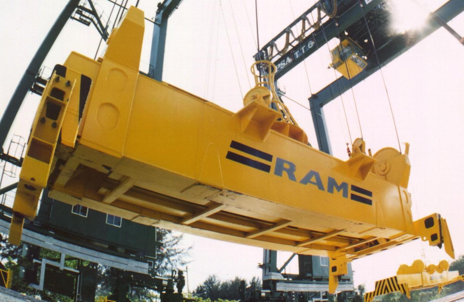 Электрогидравлический контейненрный спредер RAM модели 2500