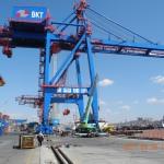 Выгрузка кранов ZPMC в порту Владивосток
